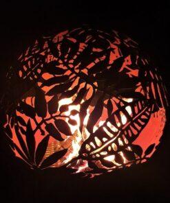 Место для костра садовый камин шар сфера с темой экзотических листьев