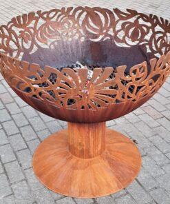 Место для костра садовый камин чаша с темой цветов