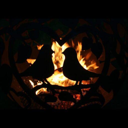 Dārza kamīns ugunskura vieta sfēra ugunsbumba ar romantisko motīvu